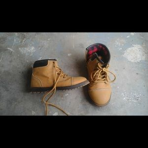 Little boys size 10 boots from children's place